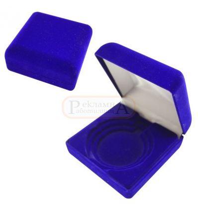 плюшена кутийка за медал или монета