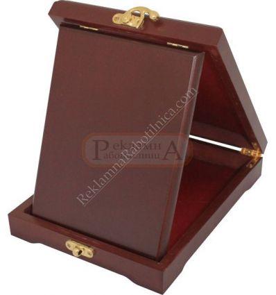 Дървена кутия за плакет K028