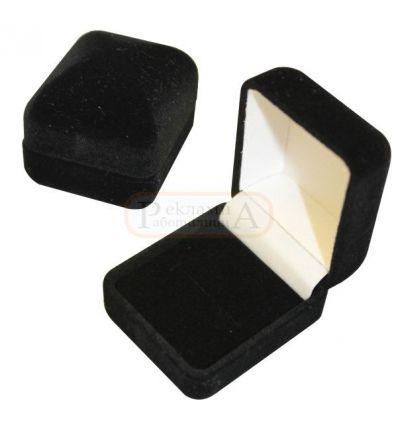 плюшена кутийка за пръстен или значка